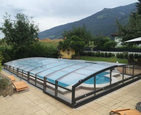 Halbrunde Poolüberdachung